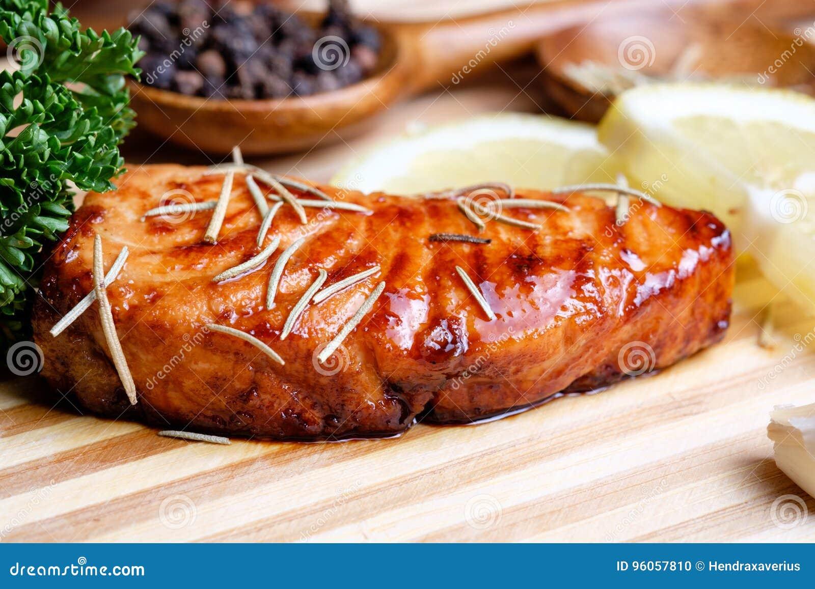 Filet saumoné grillé par casserole
