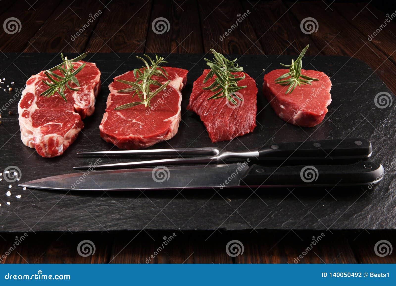 Filete crudo Ase a la parilla a Rib Eye Steak, filete envejecido seco del bistec de costilla de Wagyu
