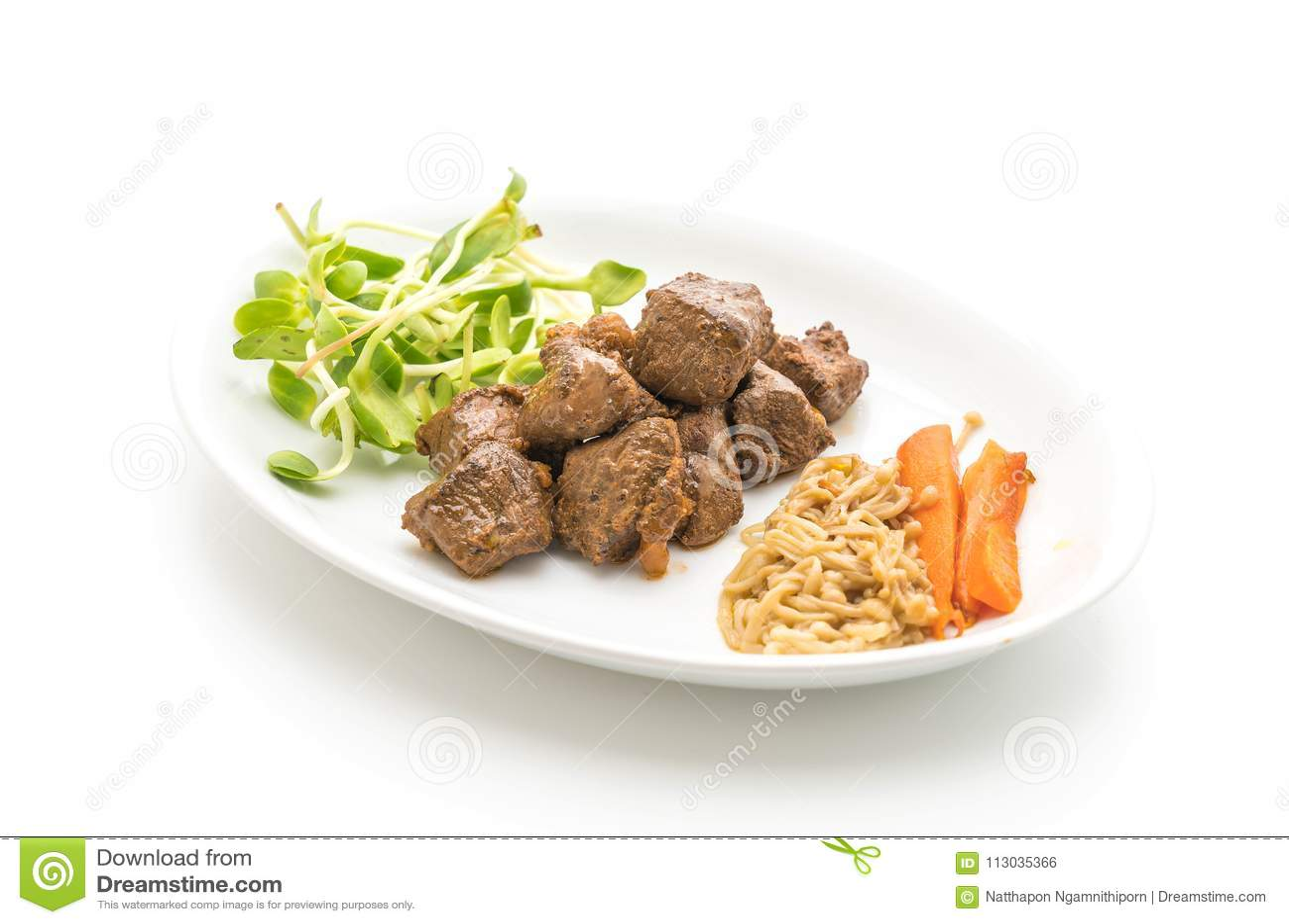 Filete de carne de vaca con la verdura