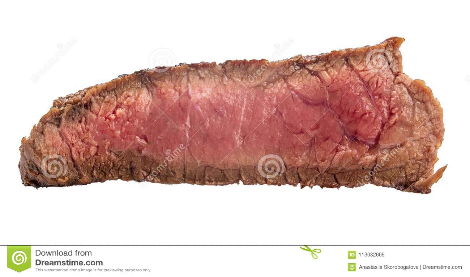 Filete de carne de vaca crudo, un pedazo de carne aislado en el fondo blanco