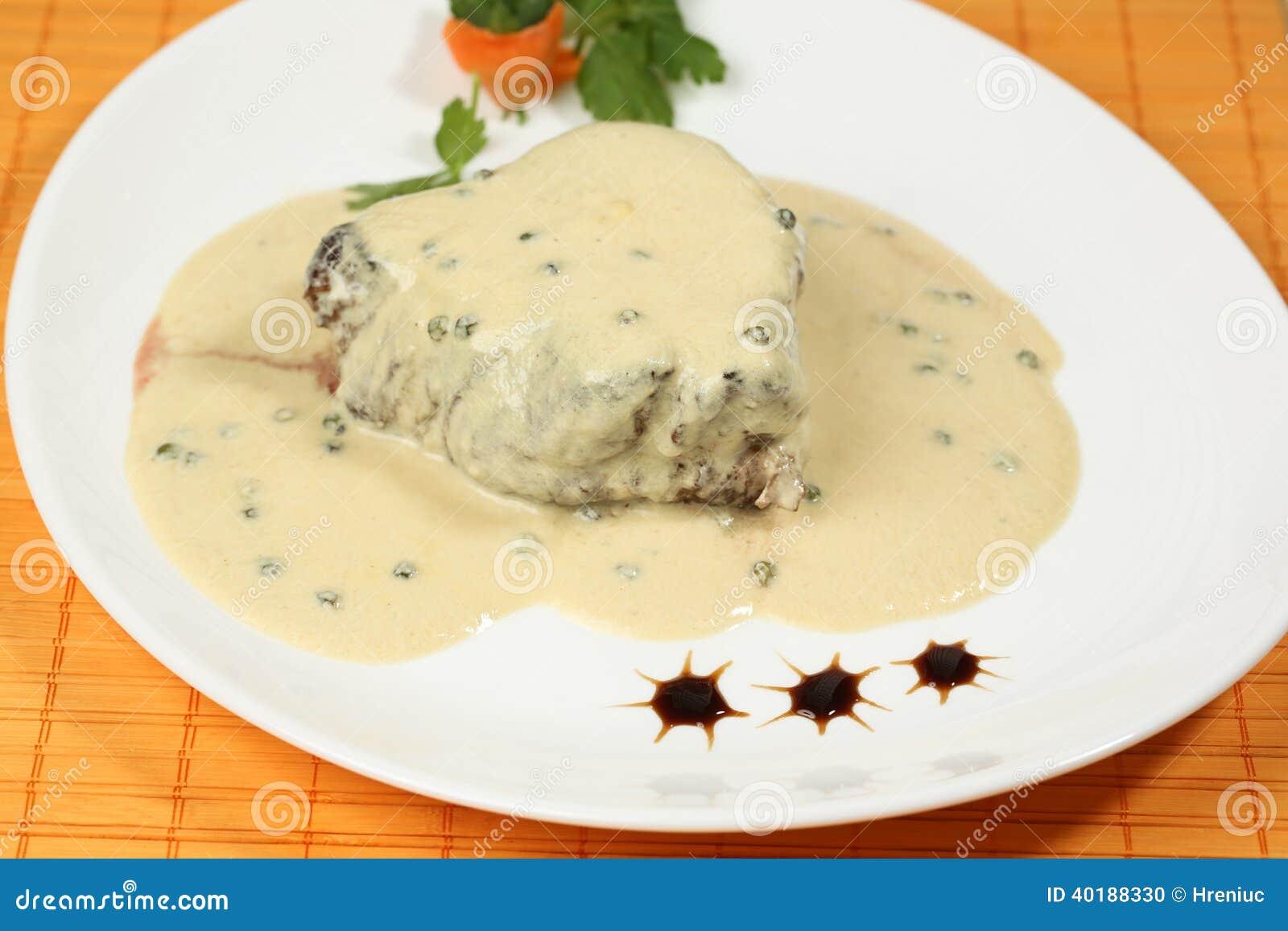 Filete de la carne con la salsa blanca foto de archivo - Filetes de carne en salsa ...