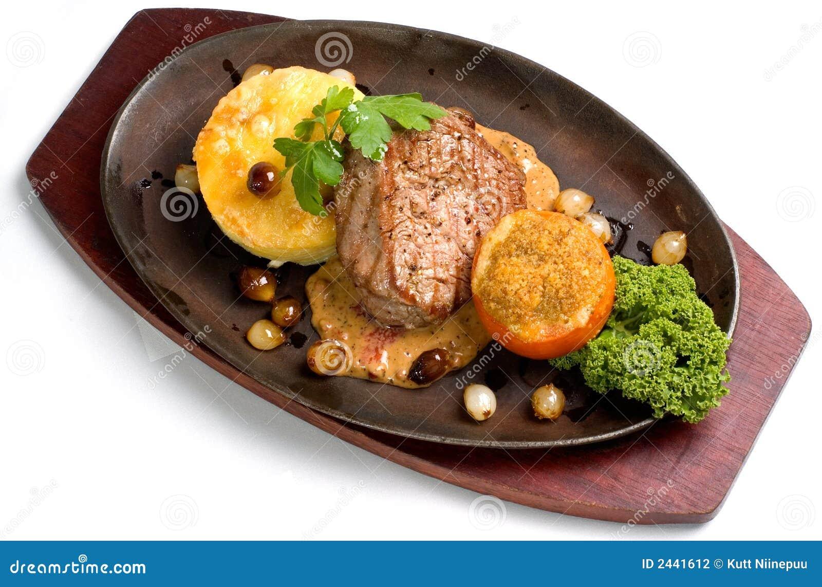 Filete de la carne de vaca con el ajo Gratine