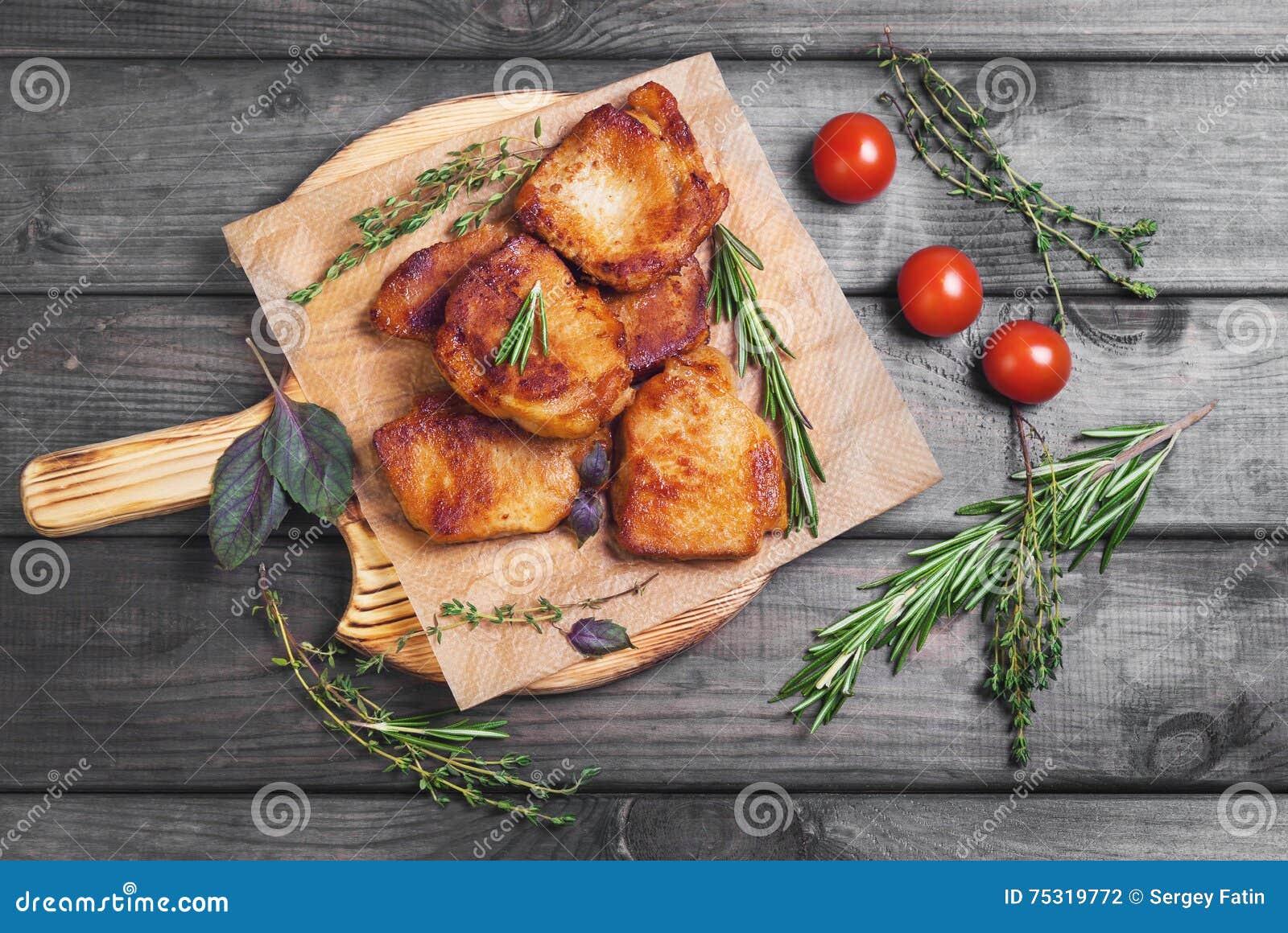 Filete frito carne del cerdo cocido