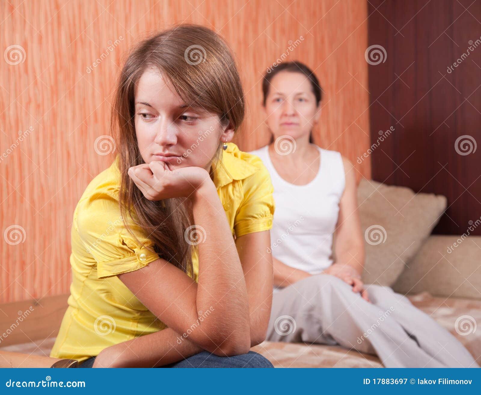 Filha e matriz do adolescente após a discussão