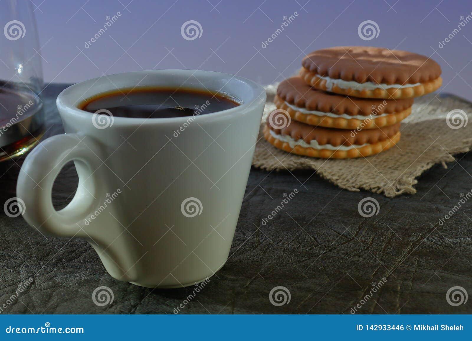 Filiżanka fragrant krzepiąca ranek kawa