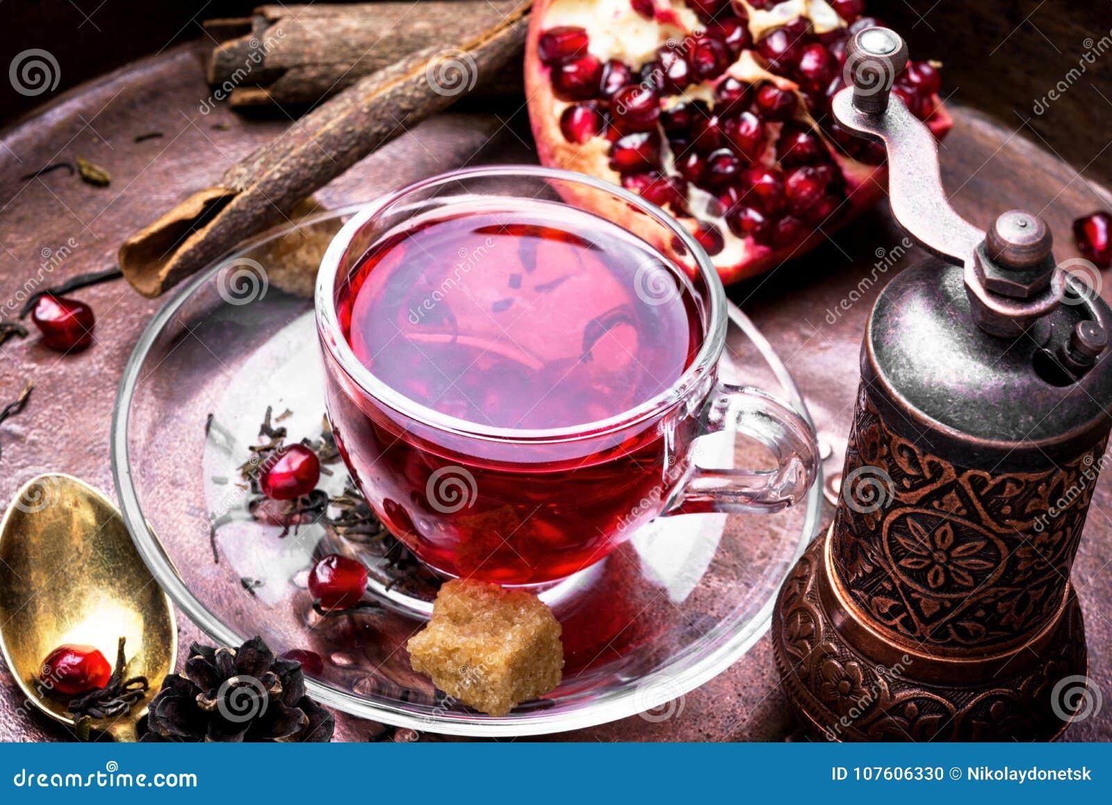 Filiżanka granatowiec herbata