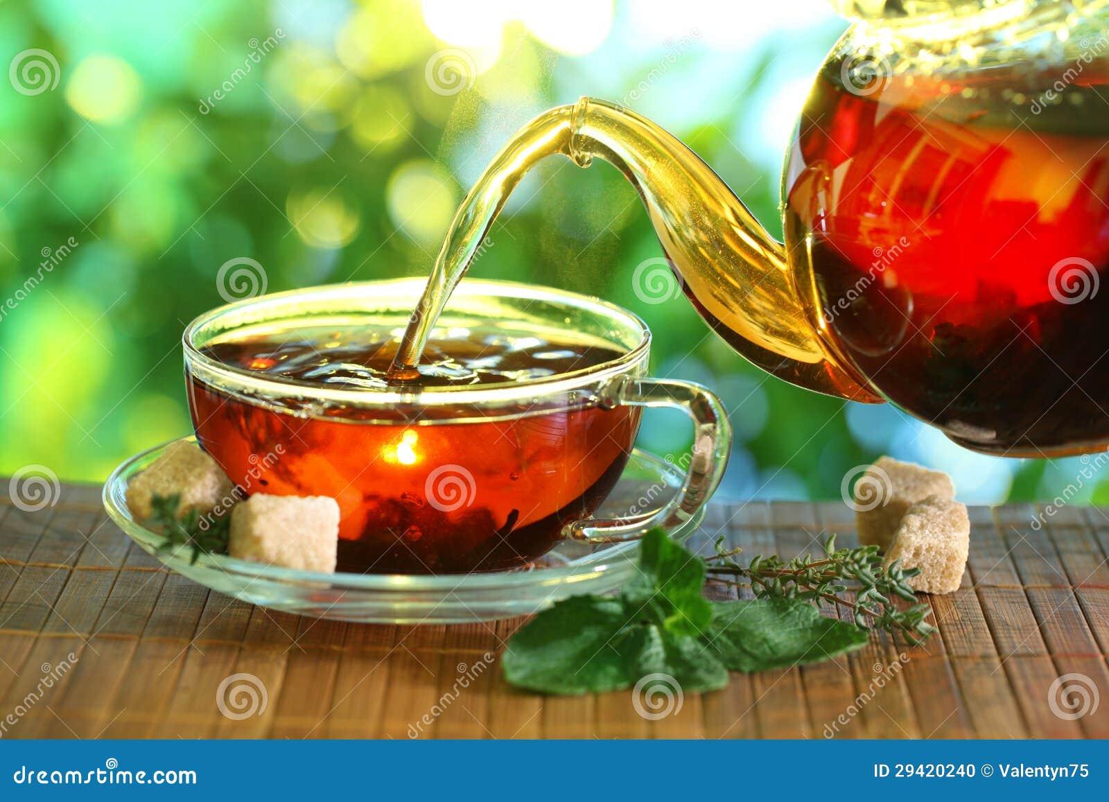Filiżanka herbata i teapot.