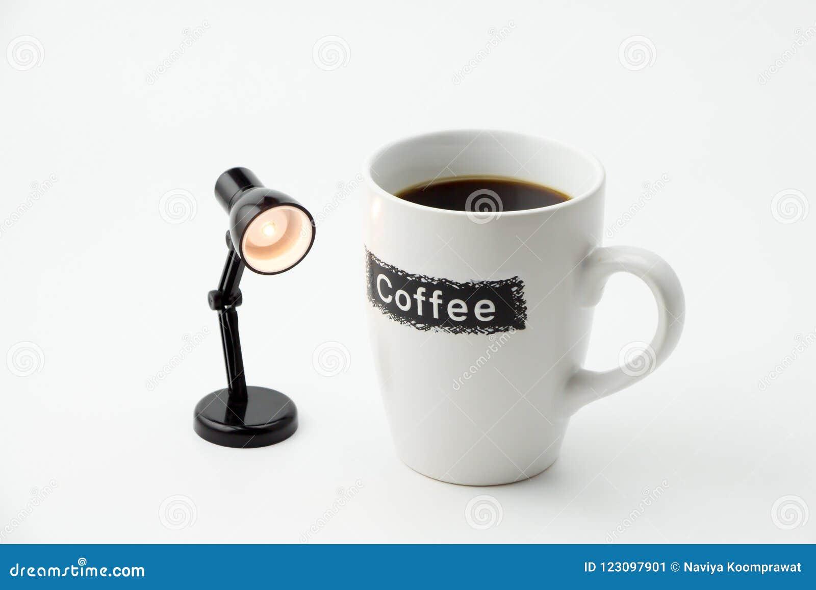 Filiżanka z małą biurko lampą