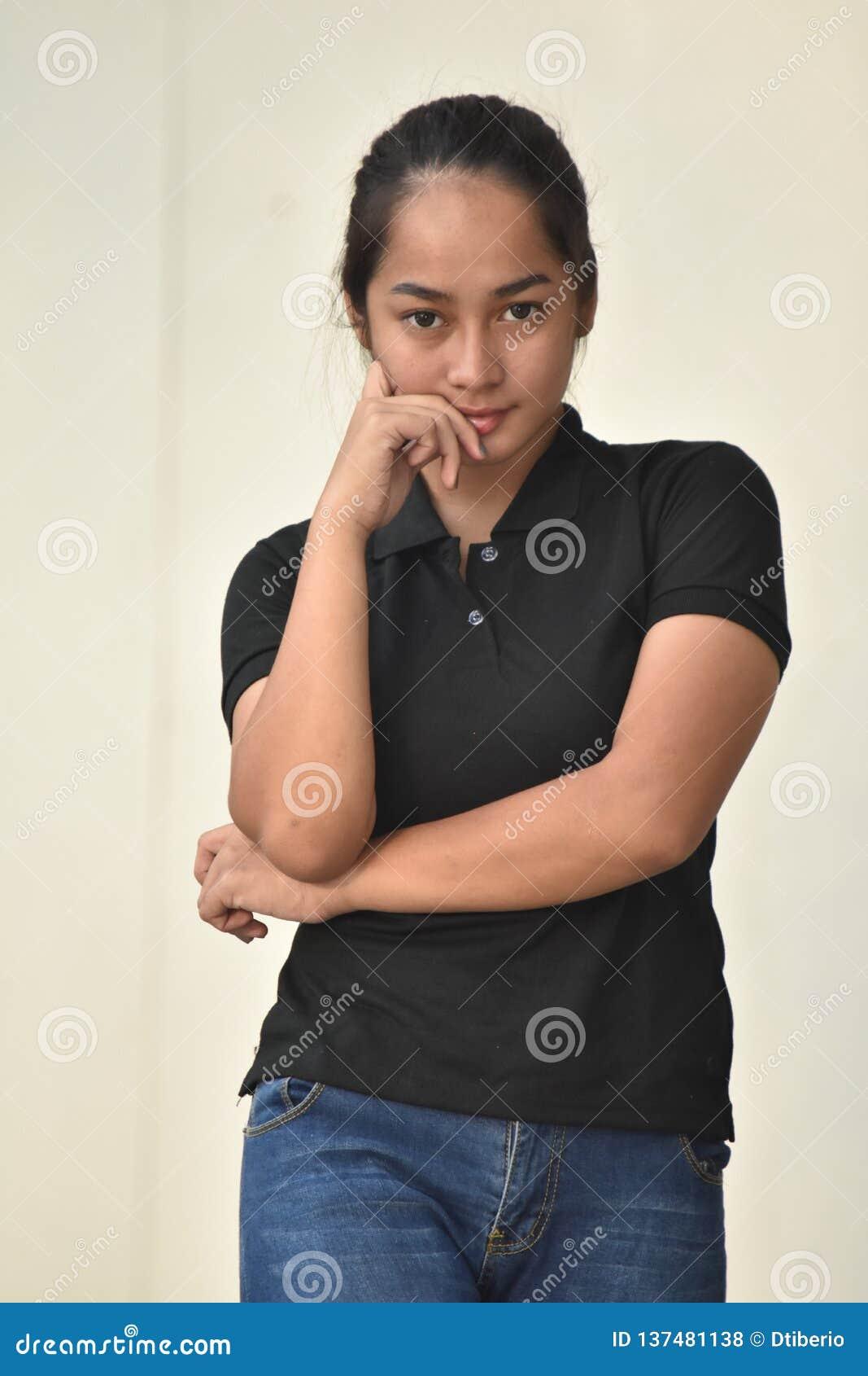 Filipina Teen Girl Deciding jeune