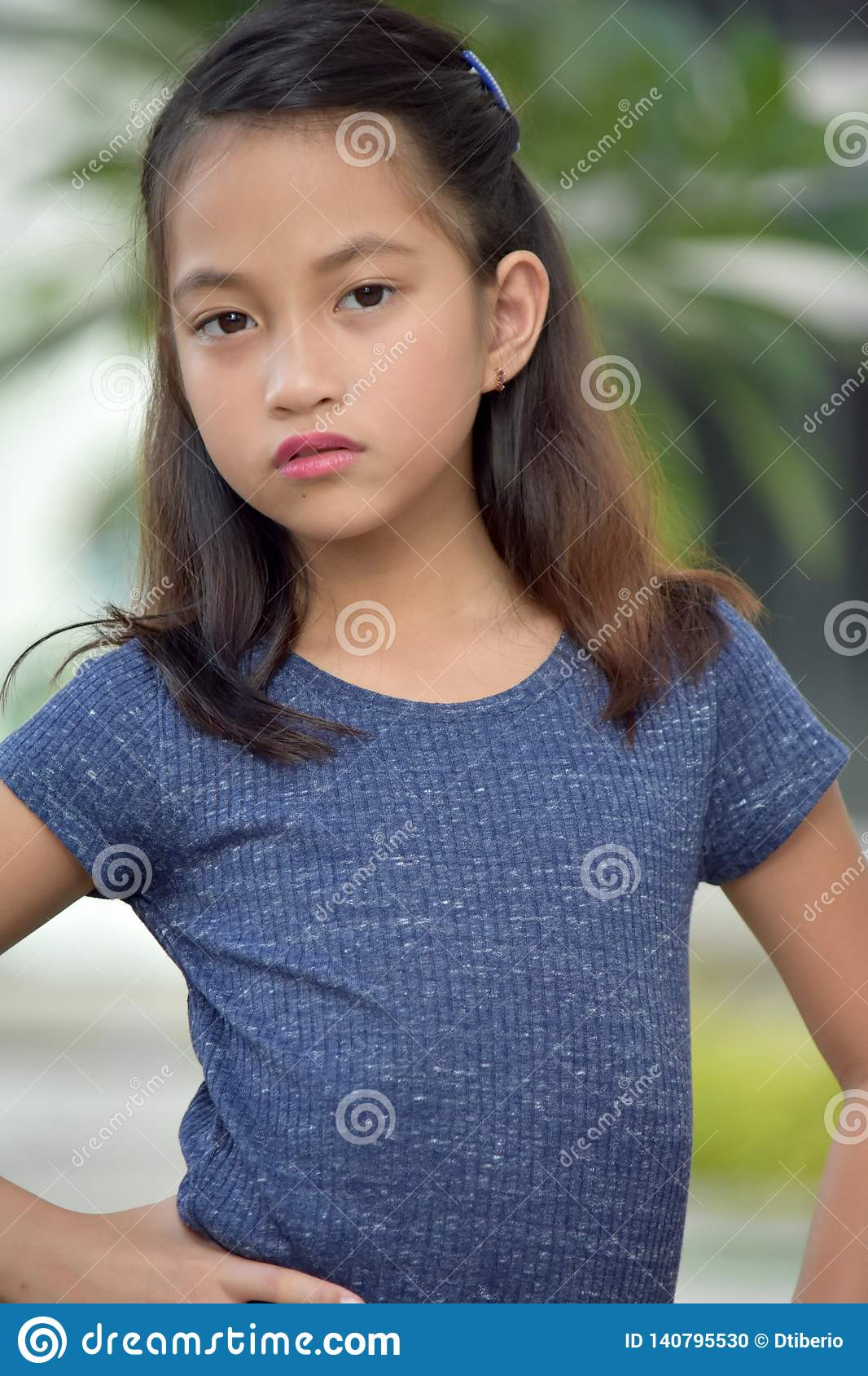 Filipina Teen Girl sérieux