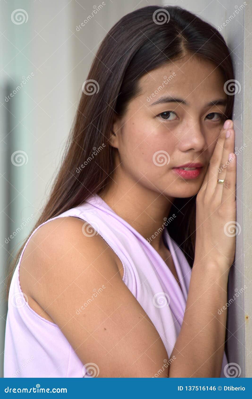 Filipina Woman Alone giovanile