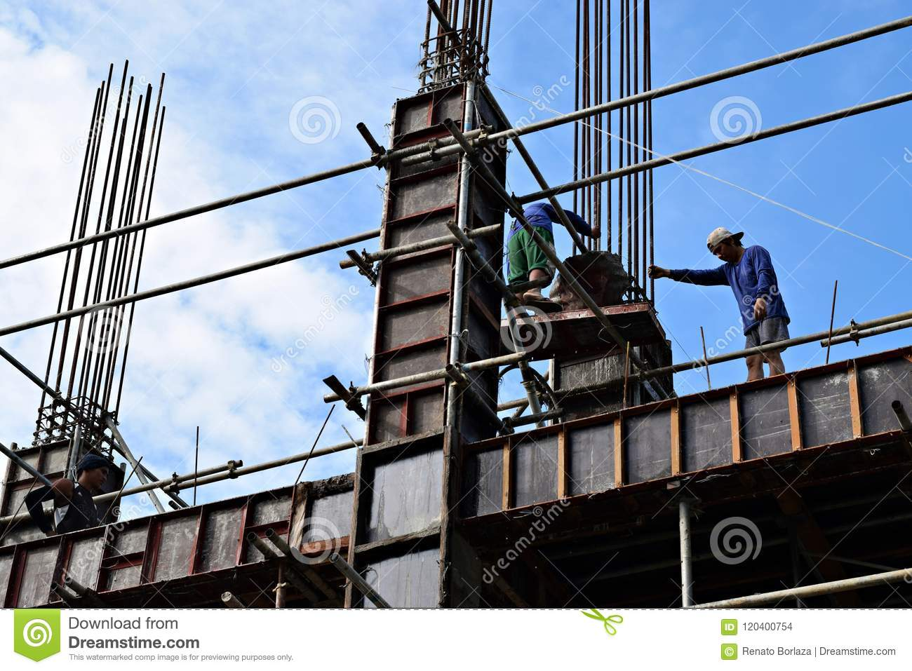 Filipino Construction Steel-men Working Joining Column Steel Pieces ...