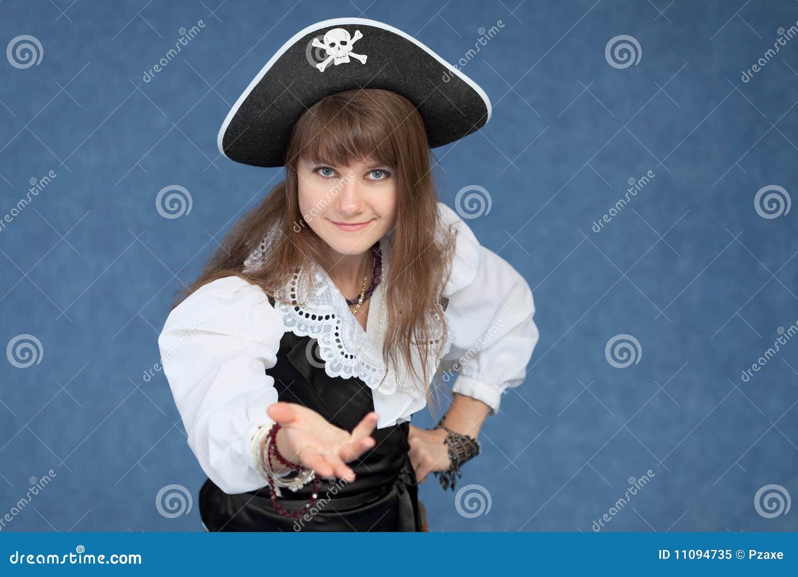 Fille affable dans le procès du pirate médiéval de mer