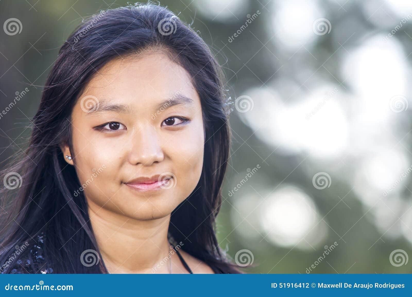 Fille asiatique mignonne