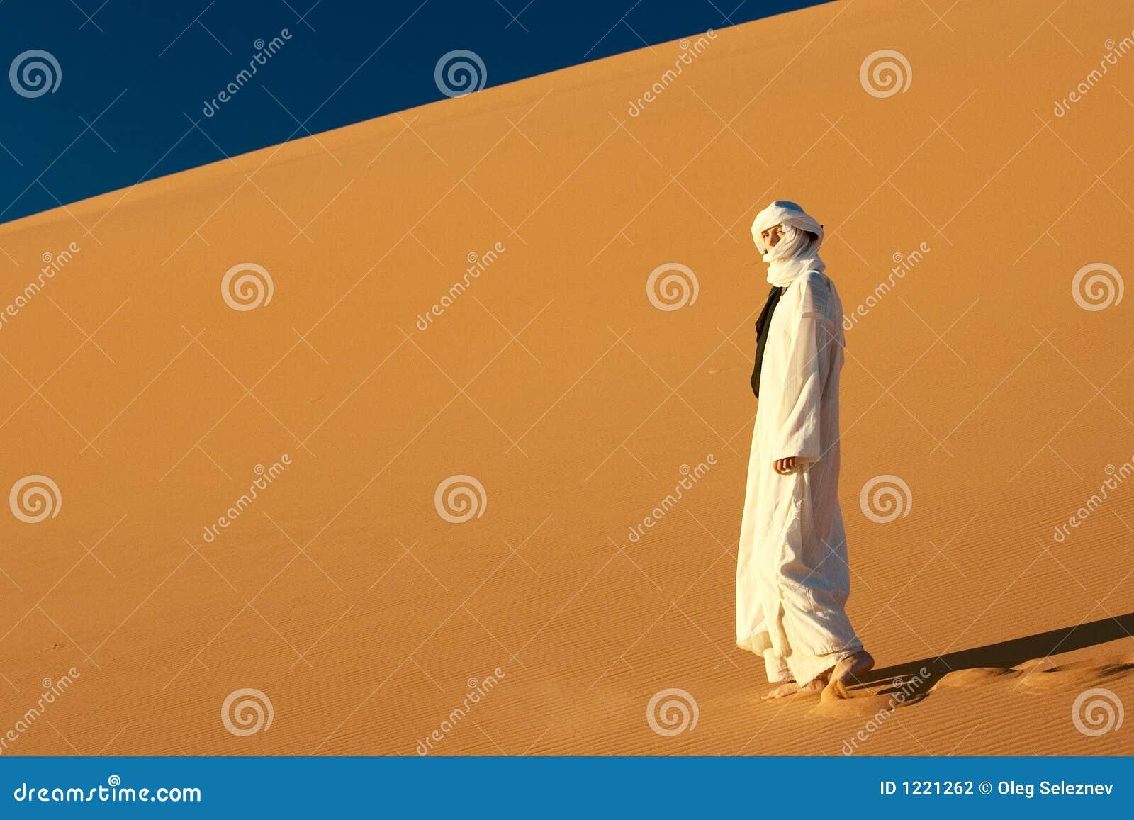 Fille au Sahara