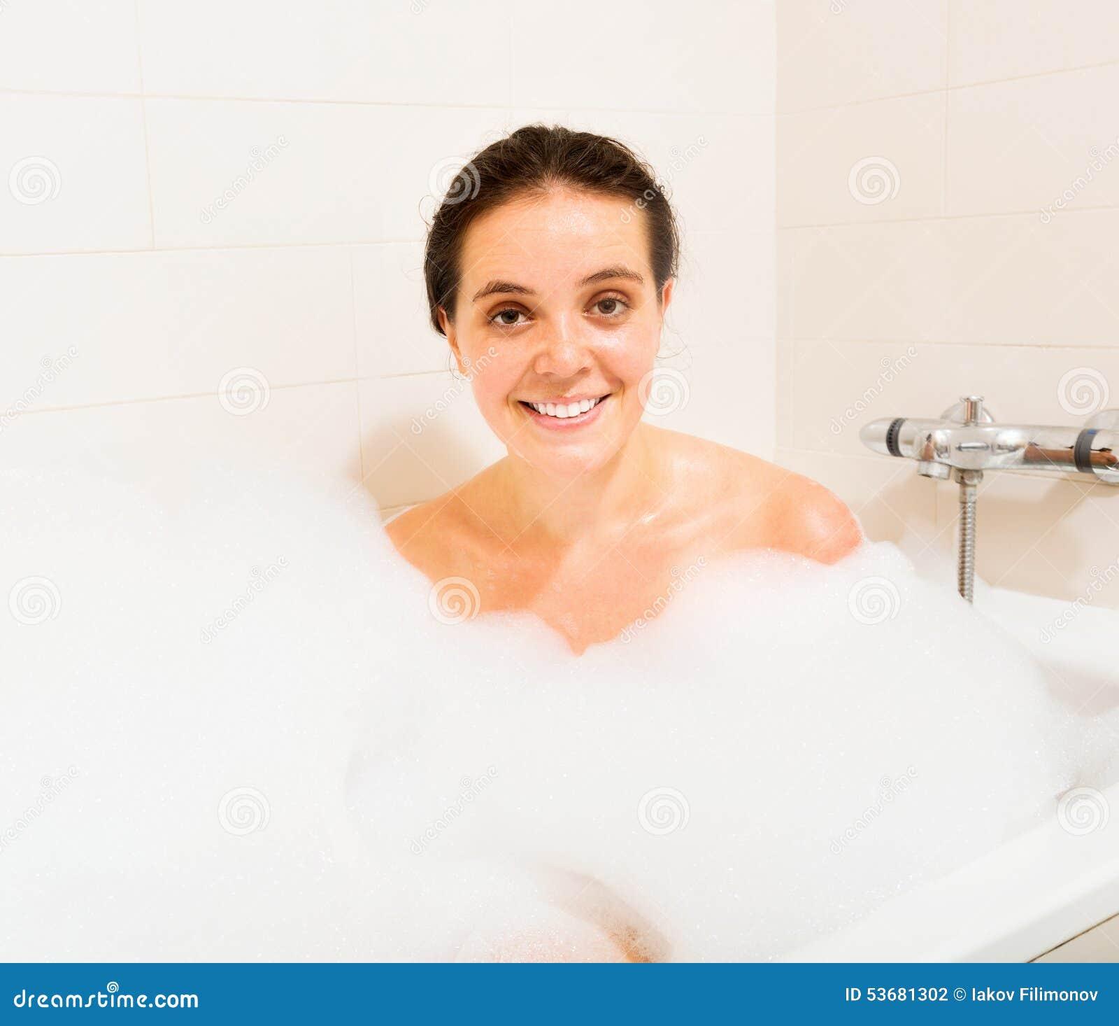 fille avec la mousse dans le bain photo stock image. Black Bedroom Furniture Sets. Home Design Ideas
