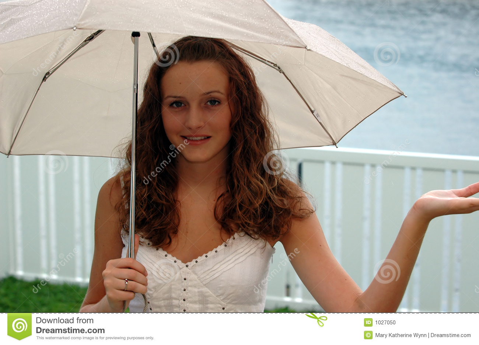 Fille avec le parapluie
