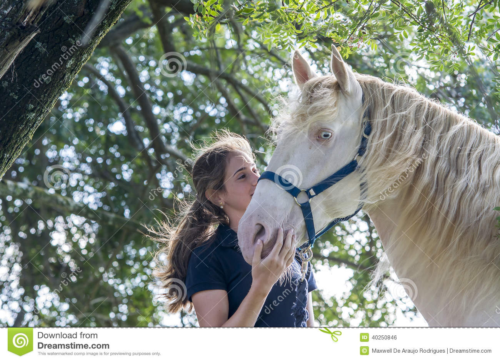 Fille avec un cheval