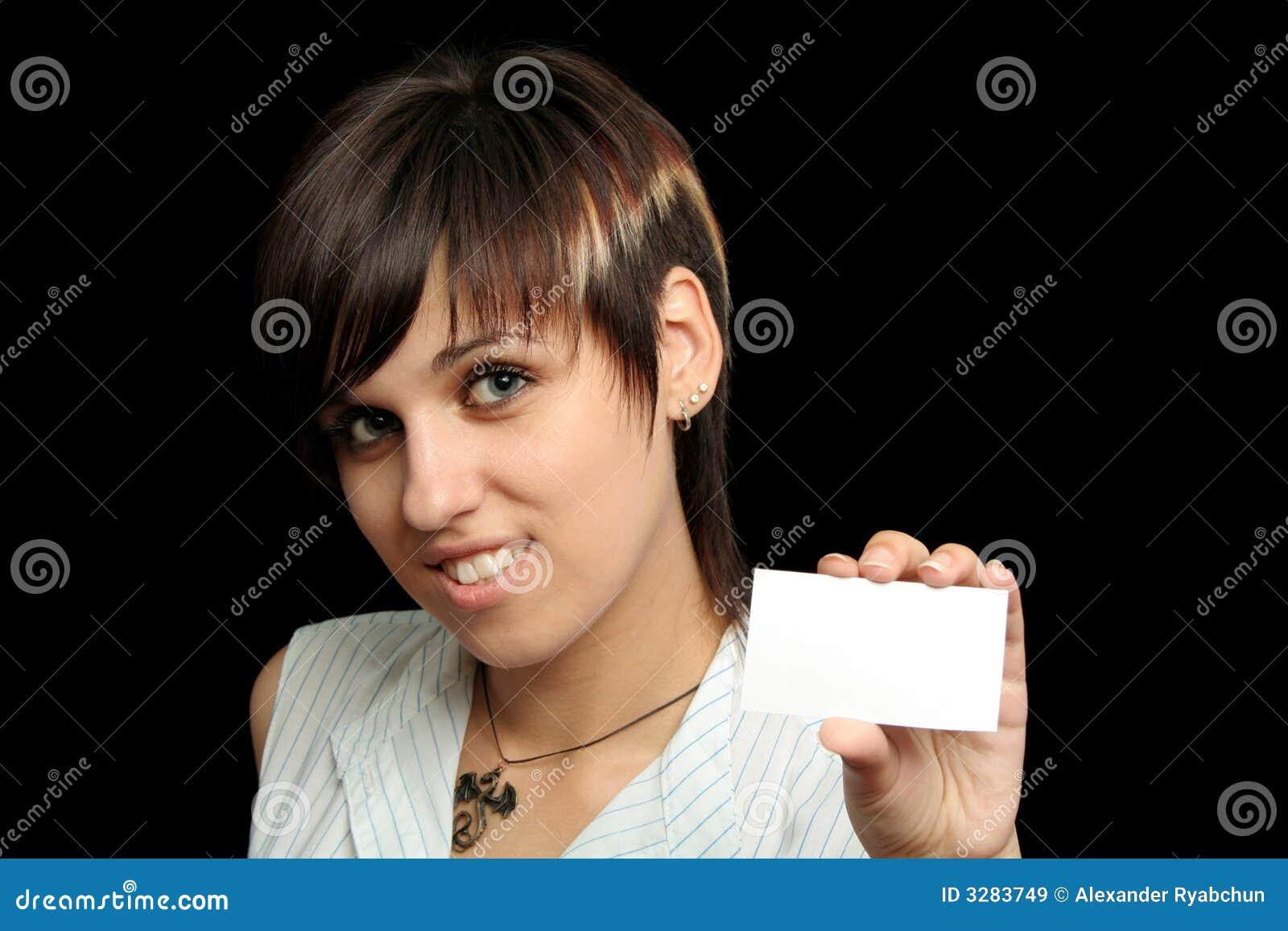 Fille avec une carte de visite professionnelle de visite