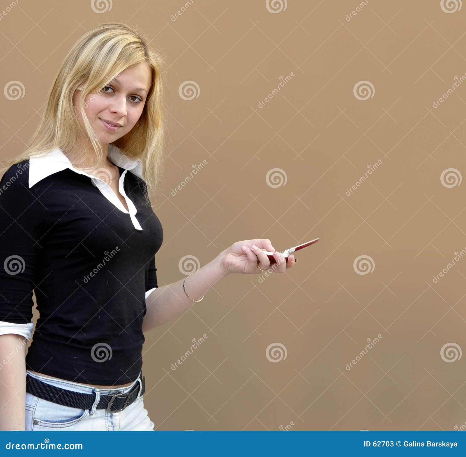 Download Fille blonde image stock. Image du attrayant, téléphones - 62703