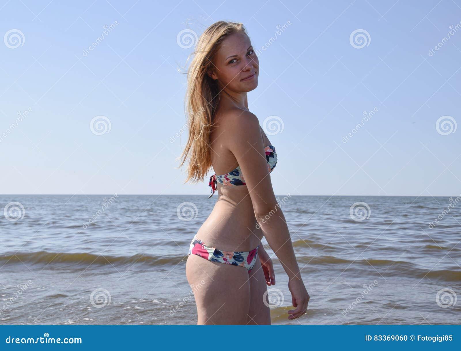 Plage de bikini blonde photos stock - Inscription Gratuite