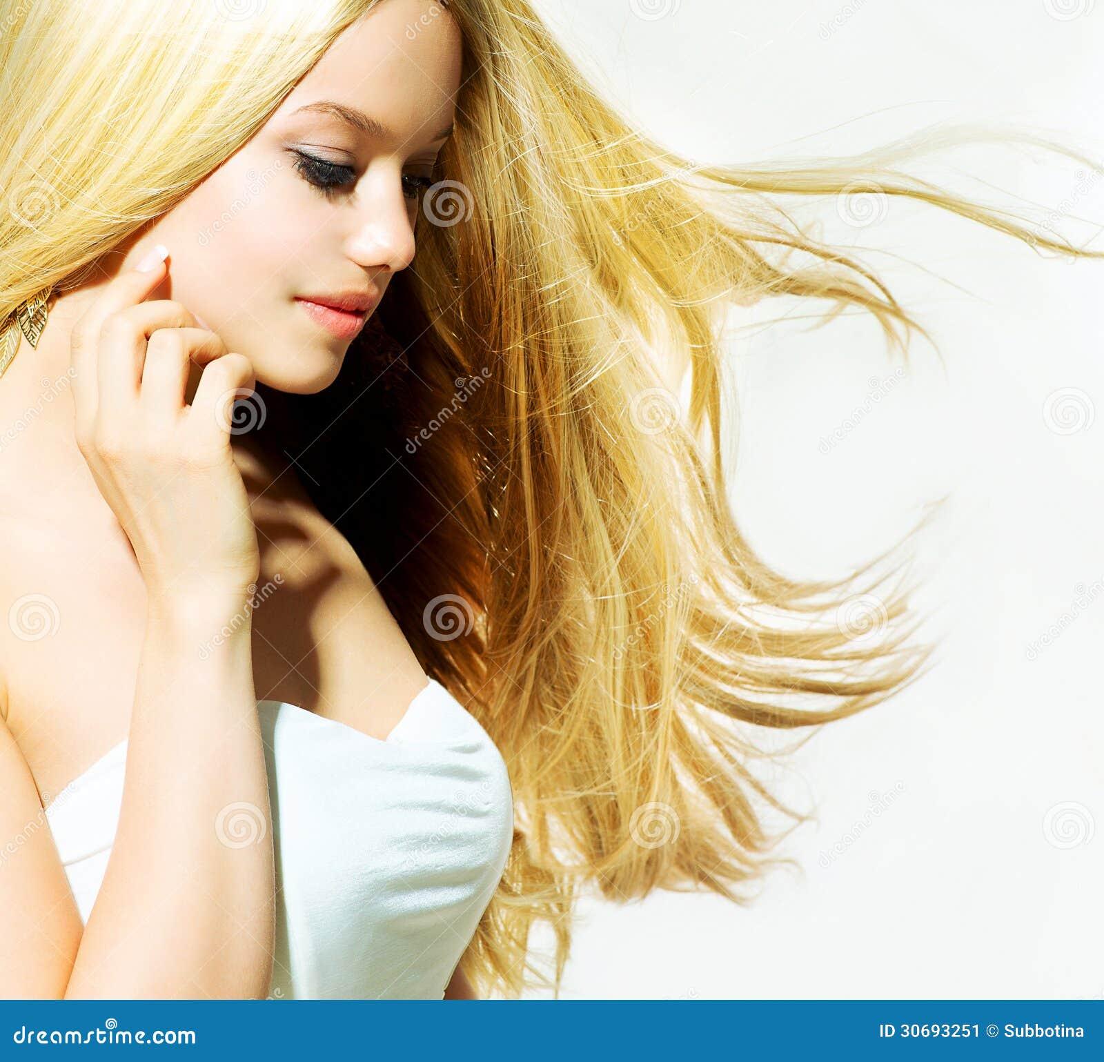 Fille blonde de beauté