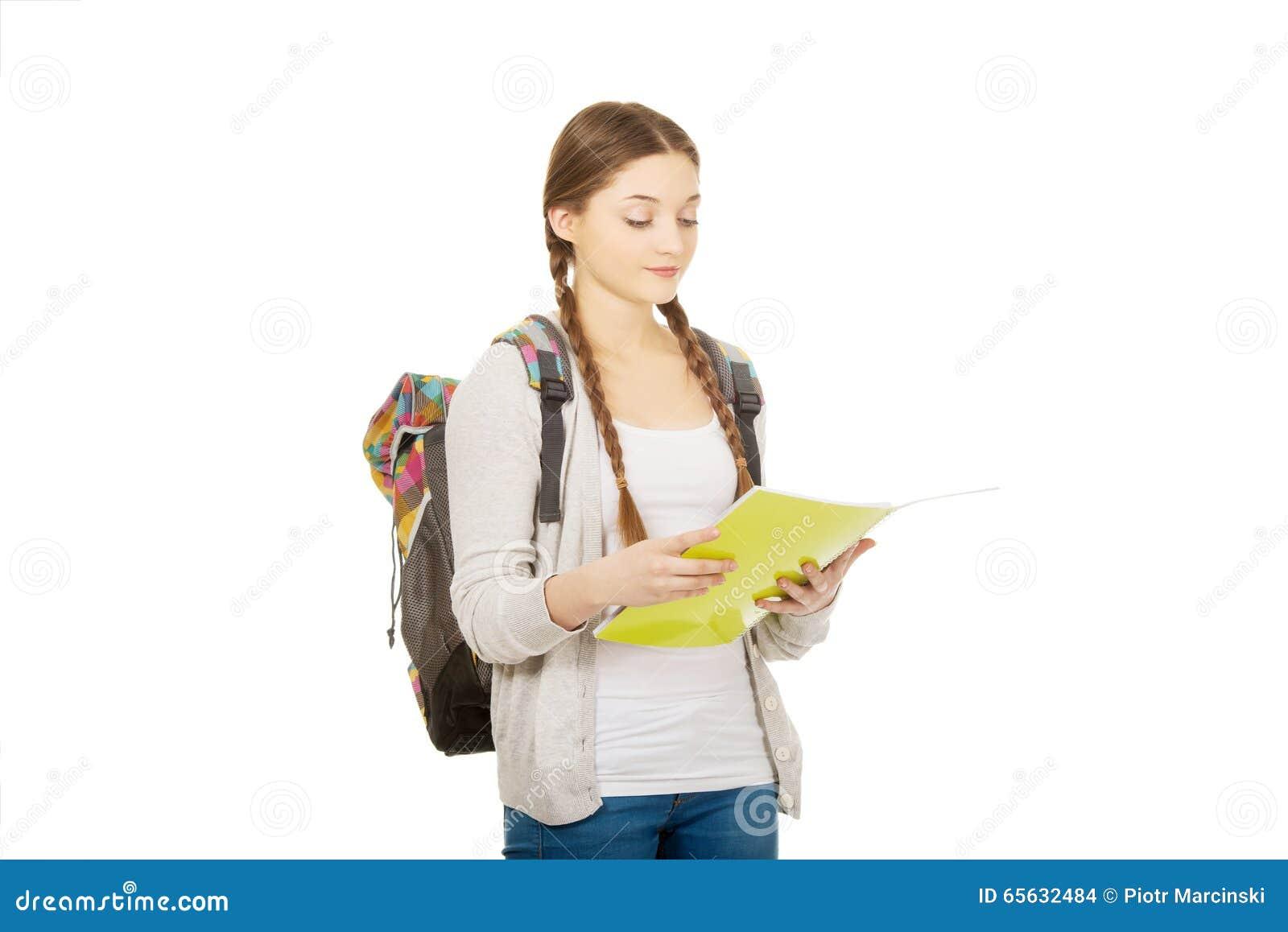 Fille d adolescent avec le sac à dos d école