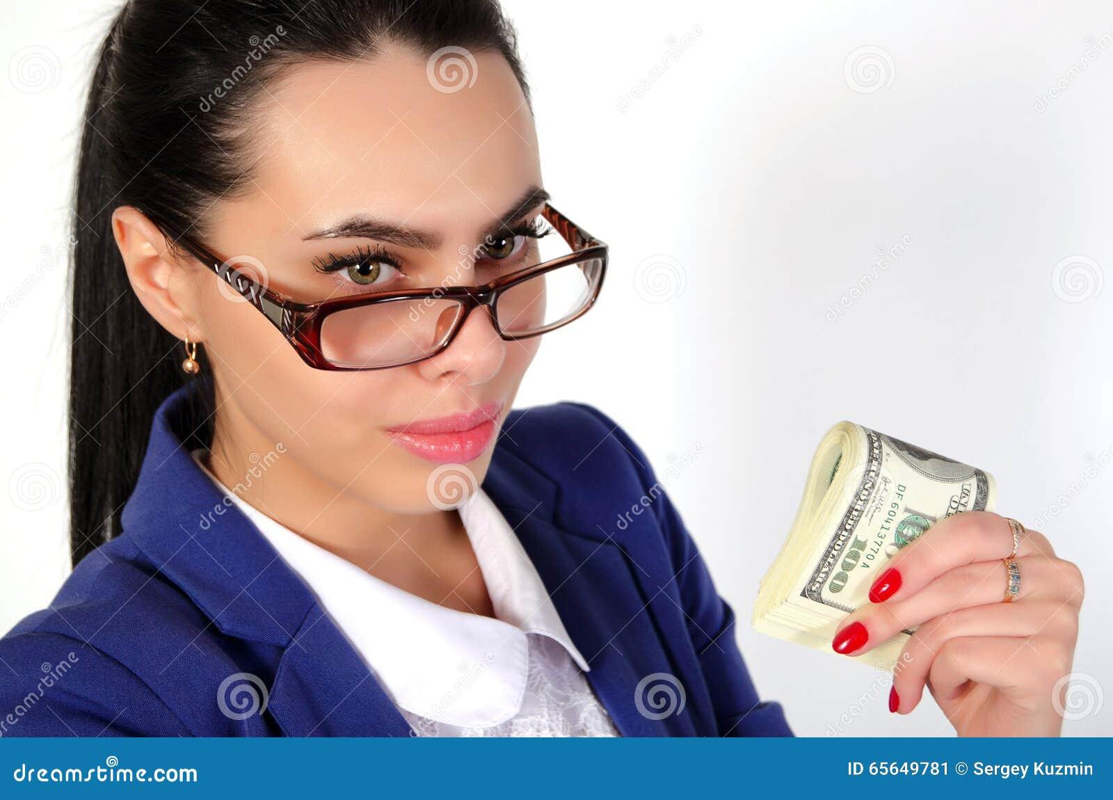 Fille d affaires tenant l argent