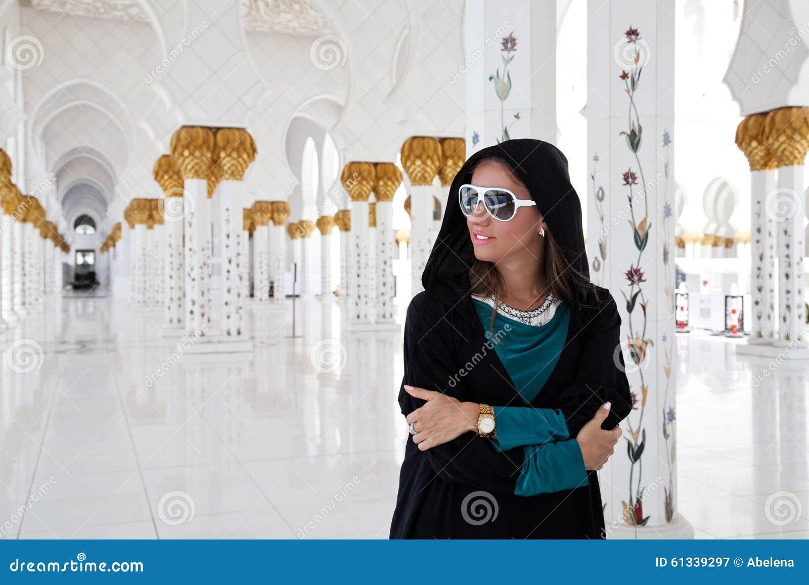 Fille dans la mosquée