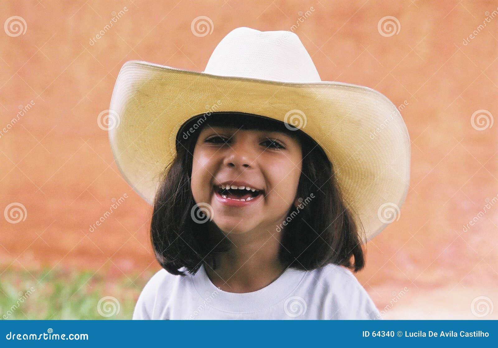 Fille dans le chapeau de cowboy