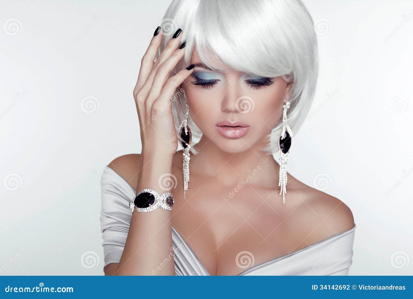 Cheveux blancs et bijoux