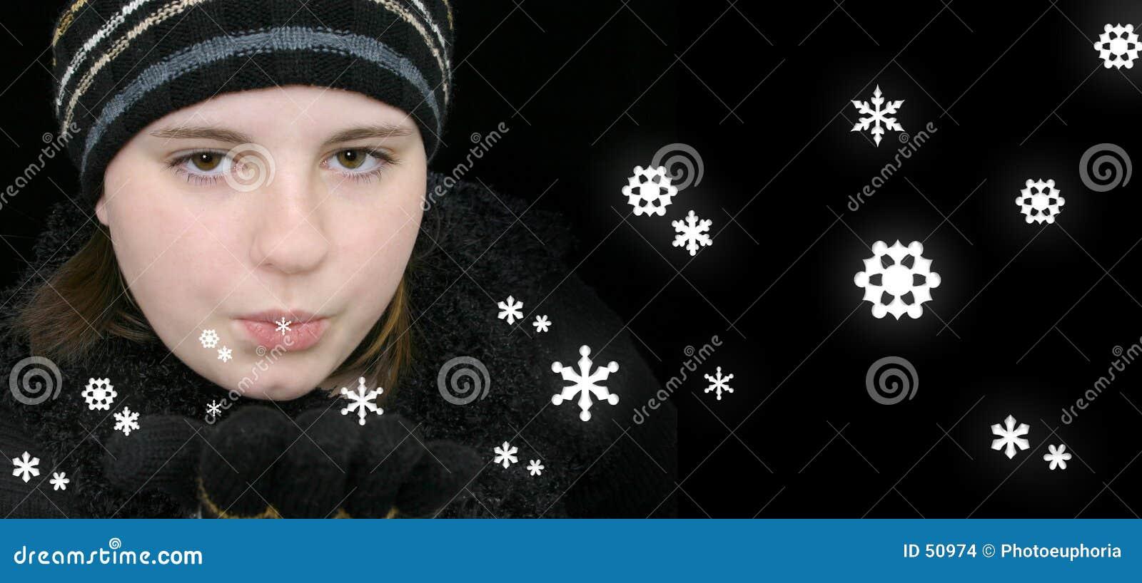 Download Fille De L'adolescence De L'hiver Soufflant La Neige Magique Photo stock - Image du jeune, froid: 50974