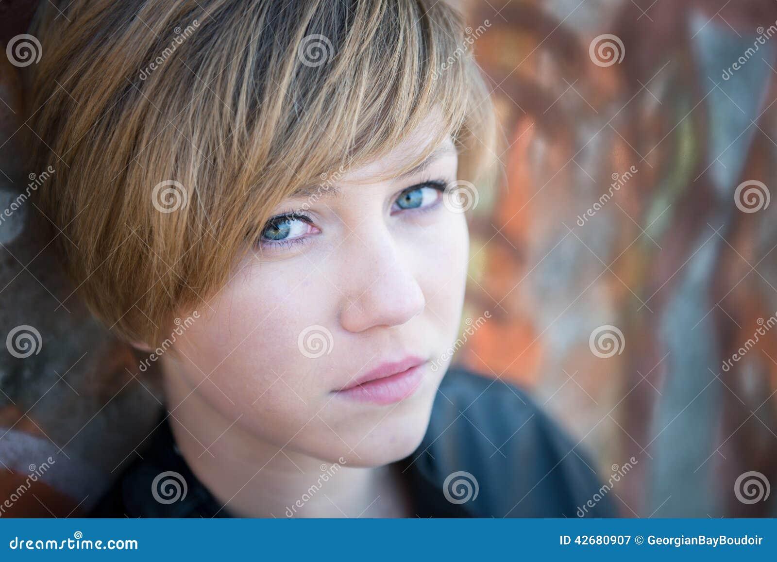 Fille de l adolescence triste
