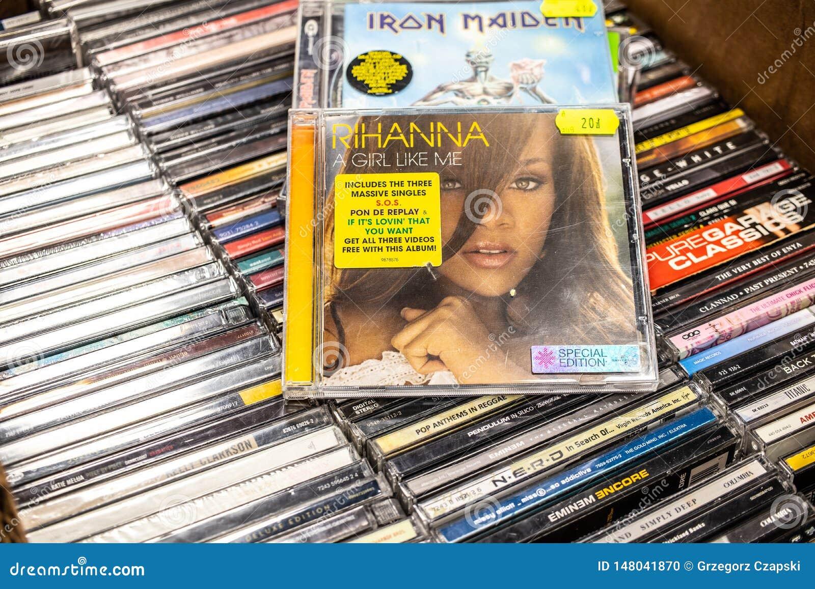 Fille de l album A de CD de Rihanna comme moi 2006 sur l affichage à vendre, le chanteur barbadien célèbre, la femme d affaires e