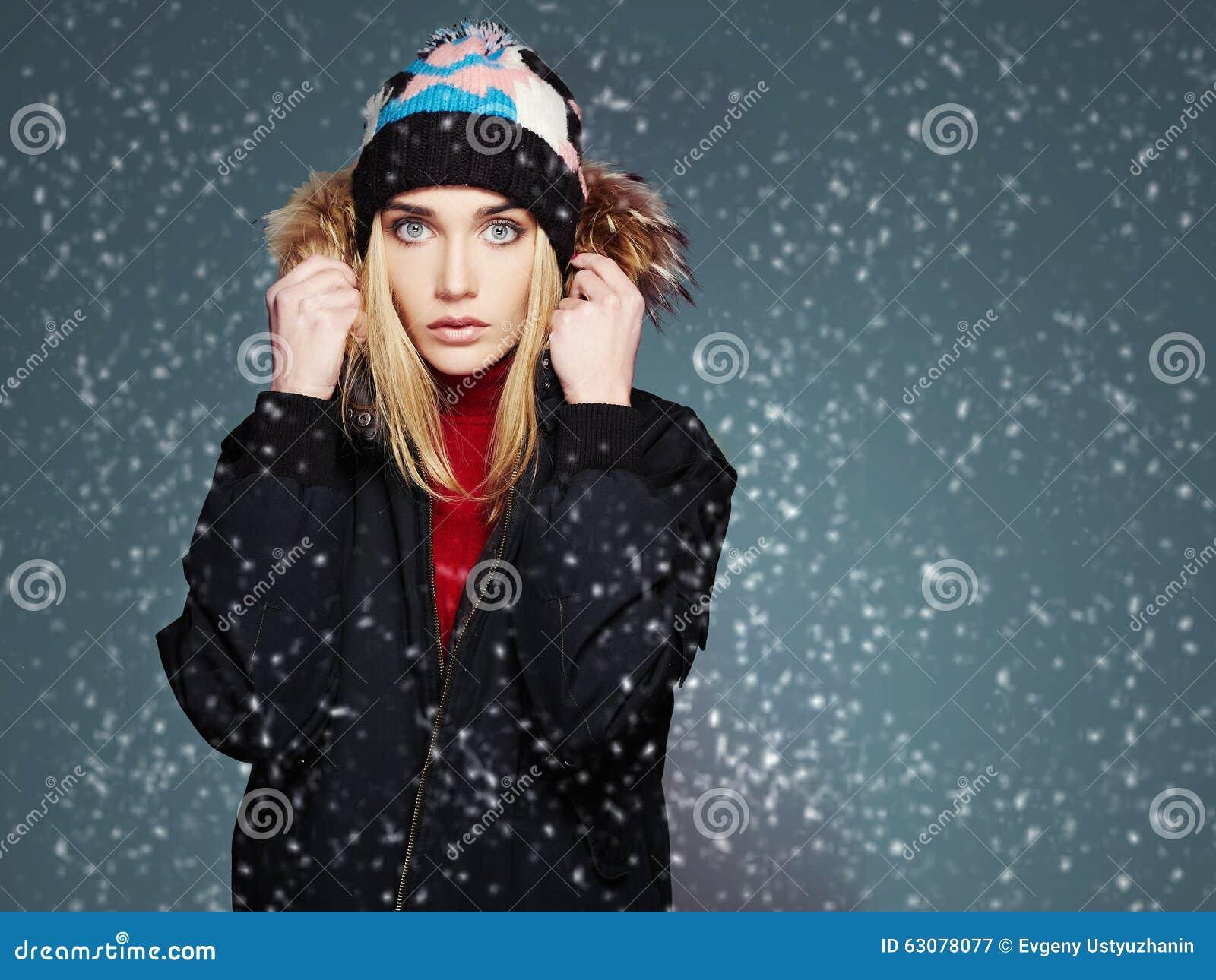 Download Fille De Style D'hiver De Milou Belle Jeune Femme De Mode Dans Le Chapeau Image stock - Image du modèle, nordique: 63078077