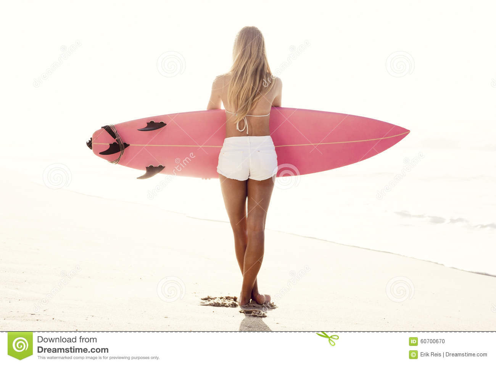 Fille de surfer