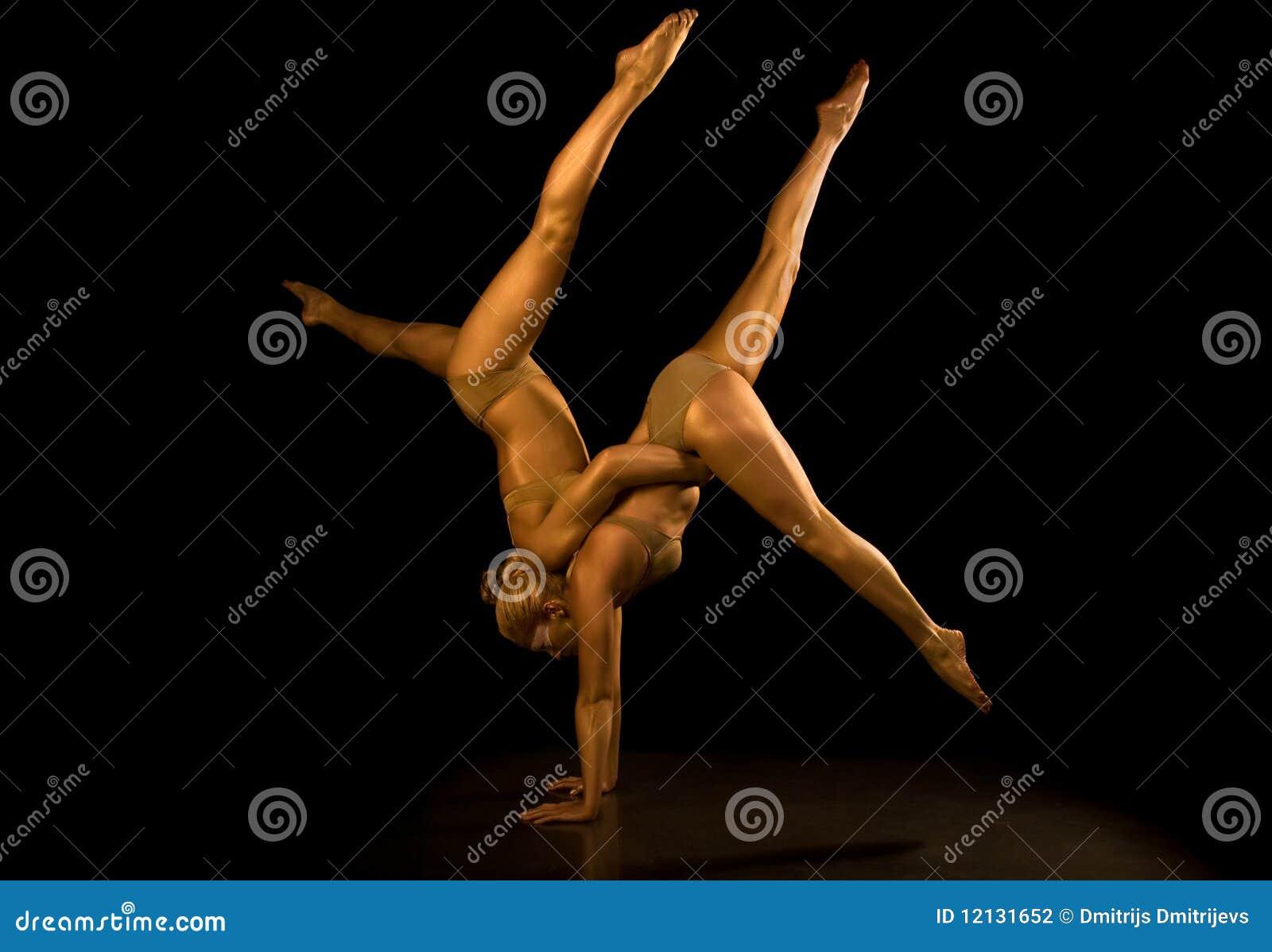 Fille deux acrobatique