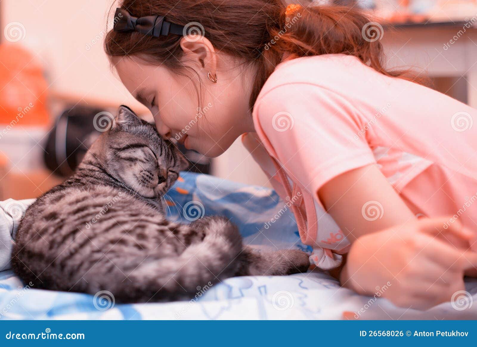 Fille et chaton