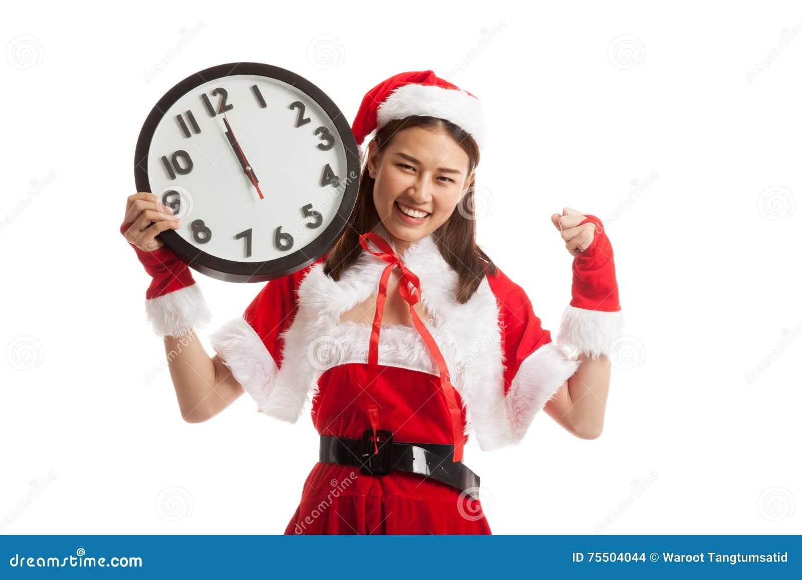Fille et horloge asiatiques de Santa Claus de Noël à minuit
