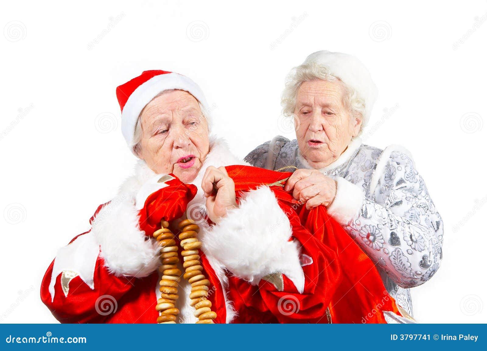 Fille et Santa de neige de vieilles dames