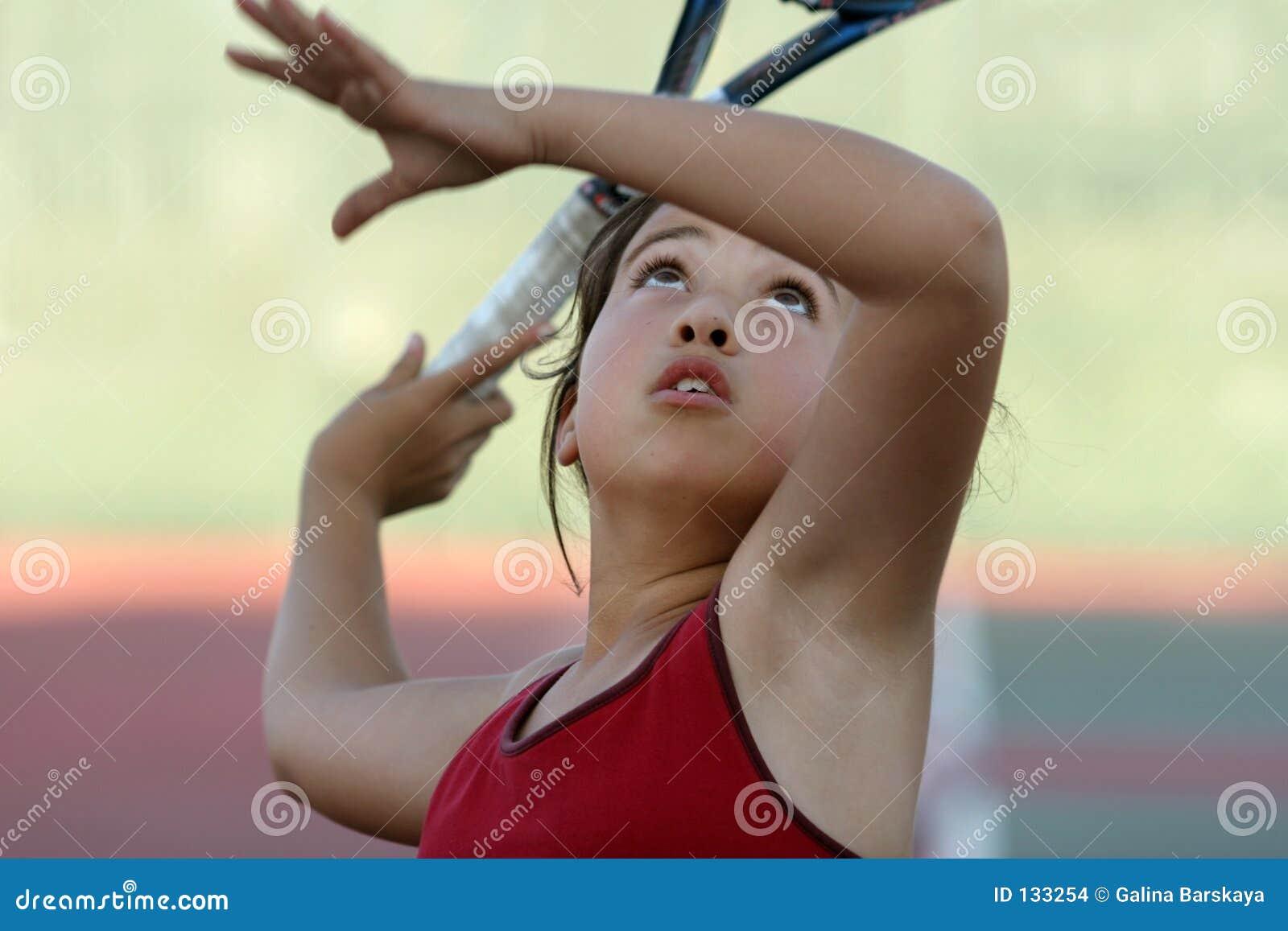 Fille jouant au tennis