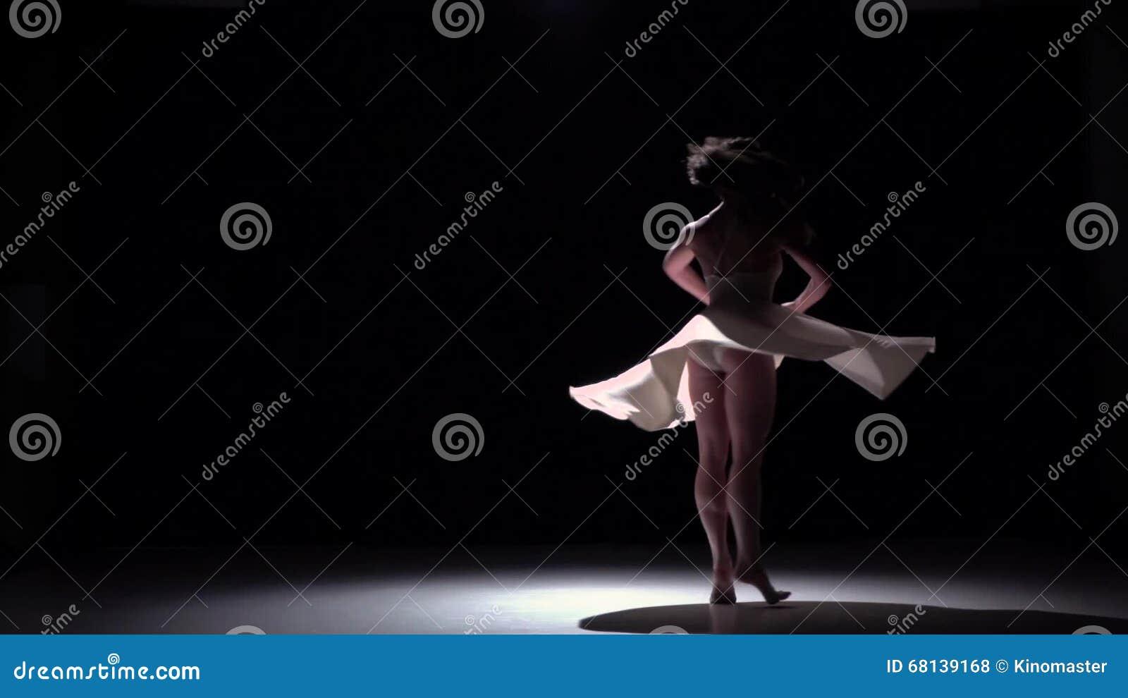 Fille Moderne De Danseur Dans Le Contemporain De Danse De Robe
