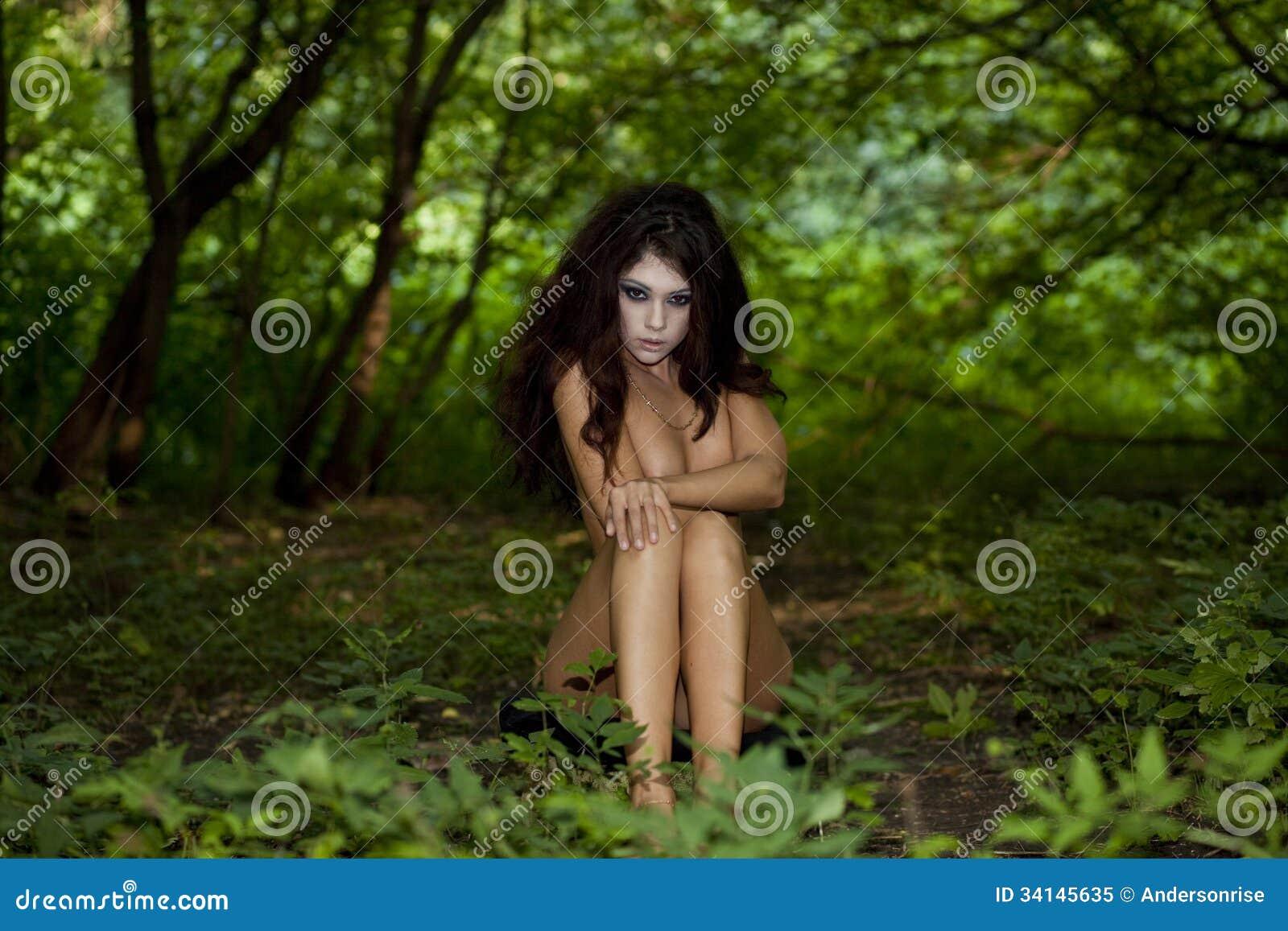 Femme nue dans la fort PHOTO - Hormonemalecom Le