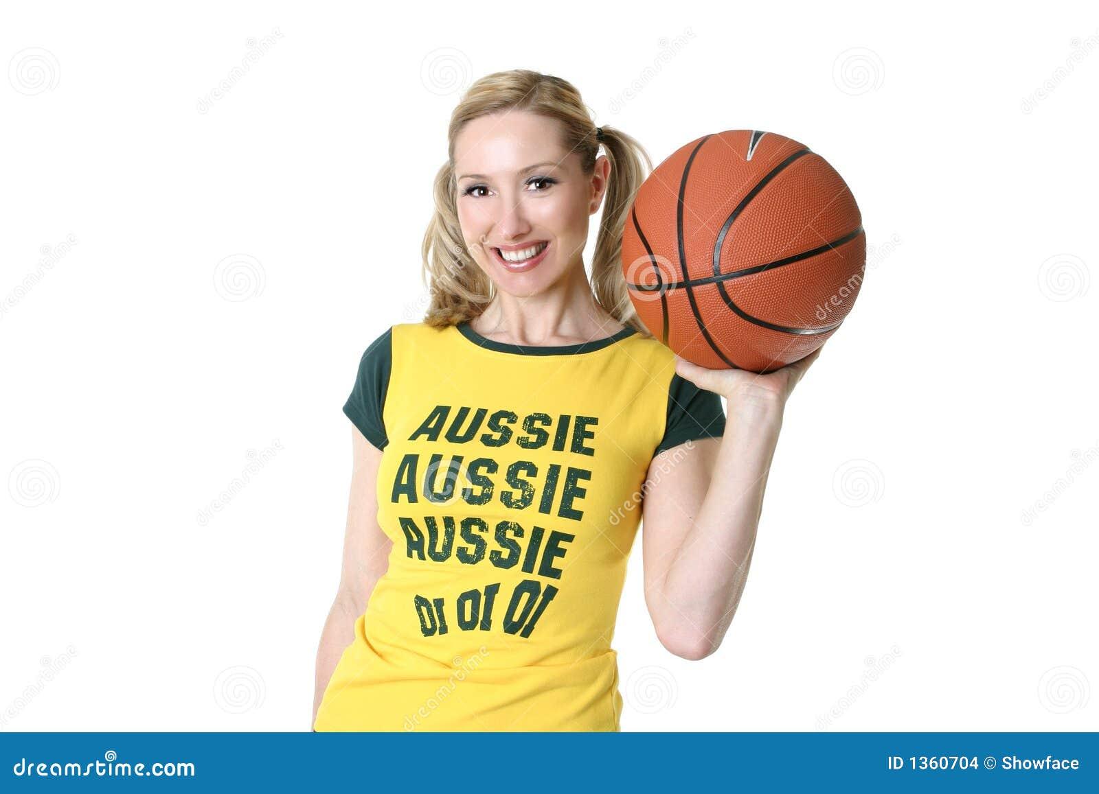 Fille sportive avec un basket-ball