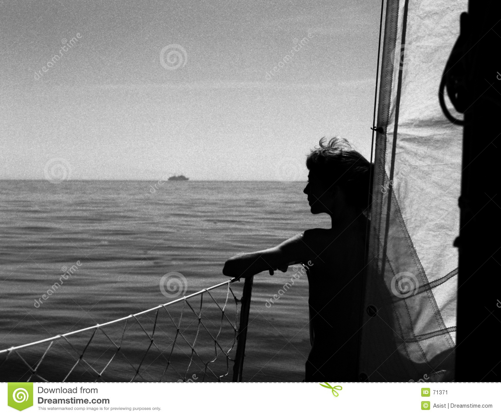 Fille sur le bateau