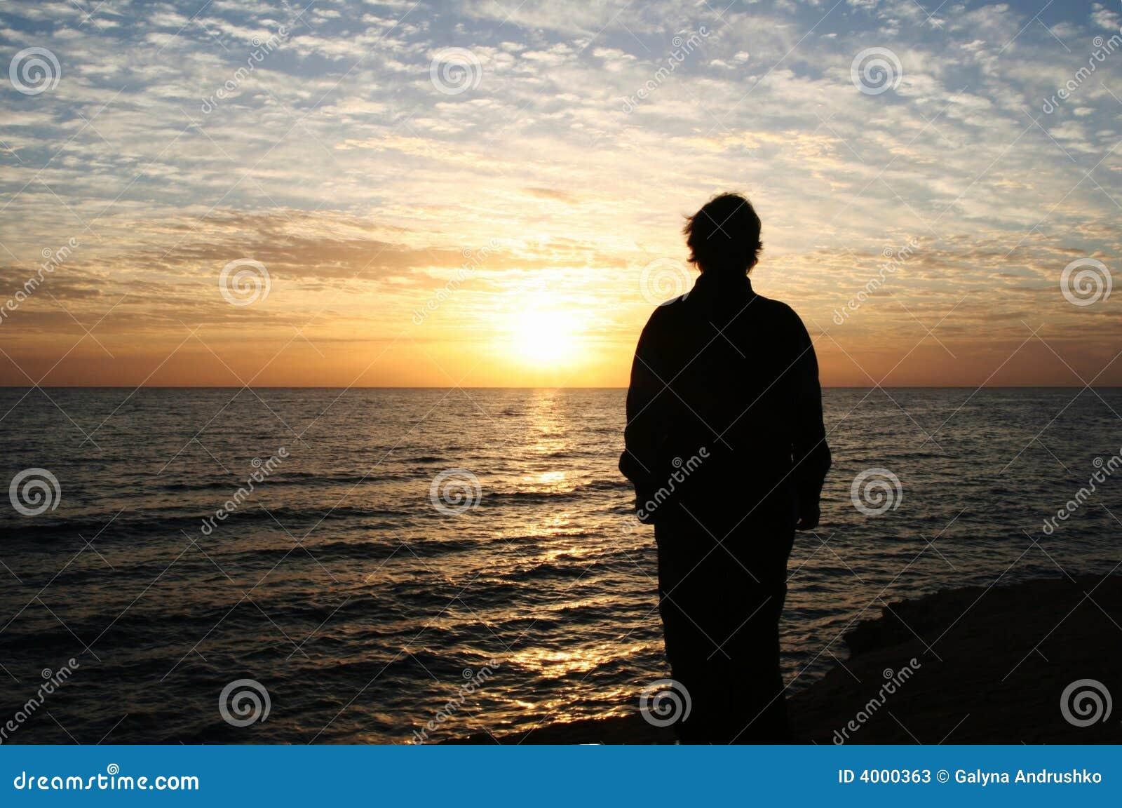 Fille sur le coucher du soleil image stock image du paysage c te 4000363 - Coucher bebe sur le cote ...
