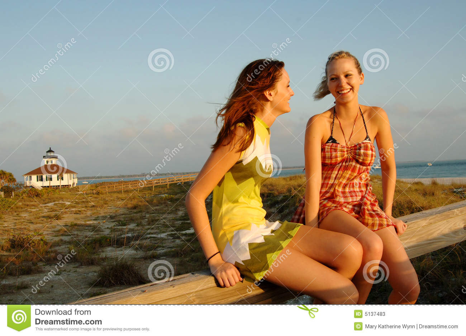 Casser la plage de l'adolescence bikini
