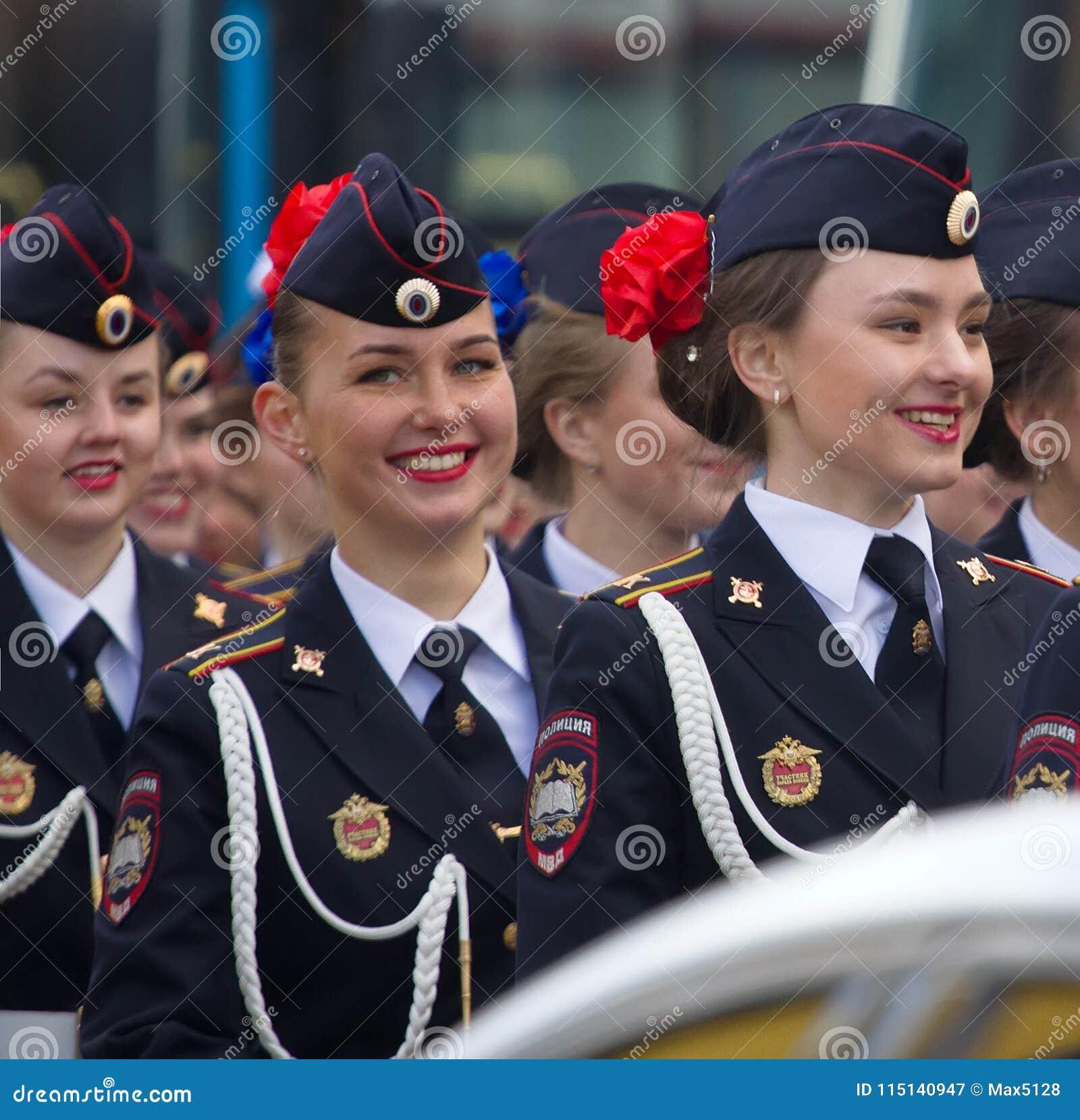 Filles militaires de Russe de défilé Uniforme de robe du ministère de l inte