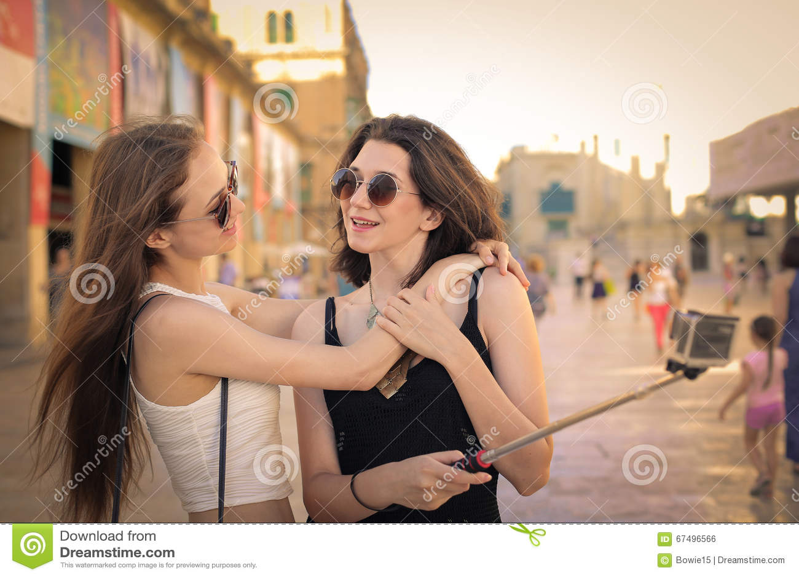 Filles prenant un Selfie