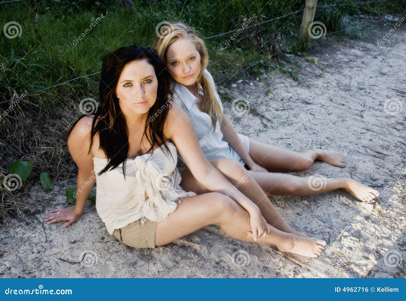 Filles sur la plage